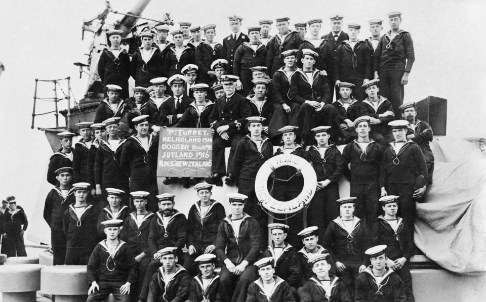 "The gun crew of ""P"" turret of the battlecruiser HMS NEW ZEALAND posing for a group portrait after the Battle of Jutland © IWM (Q 64301B)"