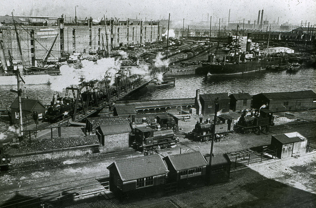 A busy section of Salford Docks with what is possibly Detroit Bridge in action © Manchester Libraries