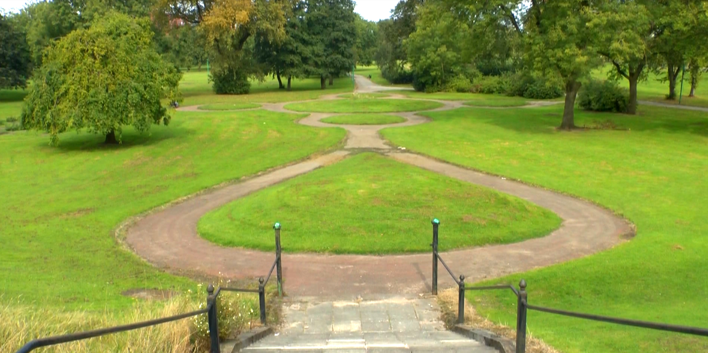 Steps down into Peel Park © Tom Rodgers